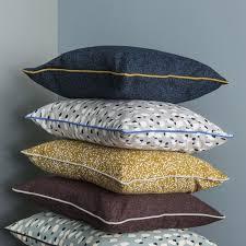 coussins design pour canape coussin design ferm living pois gris