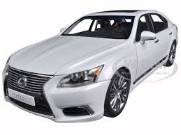 lexus model ls600hl white pearl 1 18 diecast model car autoart 78843