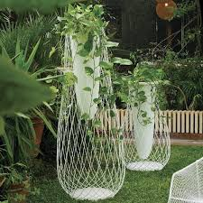 10 stylish modern indoor outdoor planters yvette craddock