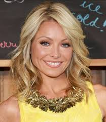 how to get loose curls medium length layers kelly ripa mid length hair soft waves hair with a passion for