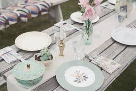 mismatched plates wedding inspiration vintage plates ultrapom wedding and event decor