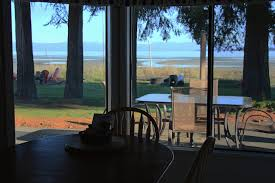 vancouver island getaways 5 cosy oceanfront getaways on central vancouver island explore bc