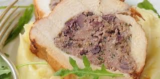 comment cuisiner un roti de dinde rôti de dinde farci aux olives recette sur cuisine actuelle