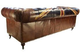 canapé cuir anglais chesterfield canapé chesterfield en cuir motif drapeau anglais chelsea decostock