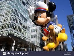 macy s thanksgiving day parade mickey the sailor balloon midtown