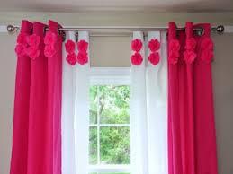 rideaux chambres enfants chambre enfant rideaux chambre bébé idée originale motifs floraux