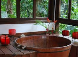 round wooden classical japanese soaking tub for traditional