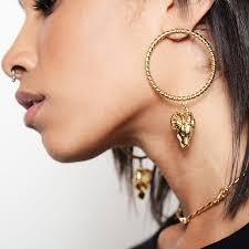 earing model earring