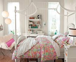 Small Bedroom Twin Beds Pinky Dots Motif Twin Bed White Clothed Rug Blanket Girls Small