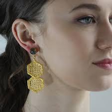 earing model anastasie monika knutsson