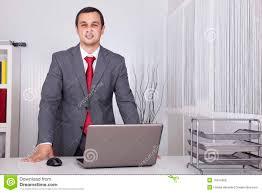 affaires de bureau homme d affaires puissant au bureau photo stock image du mâle