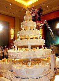 giant wedding cakes pink wedding dress giant wedding cake