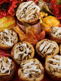 apple cinnamon rolls two