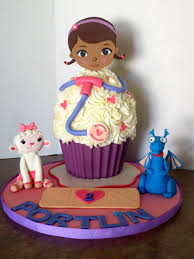 doc mcstuffin birthday cake doc mcstuffins birthday cupcake byrdie girl custom cakes