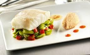cuisiner un dos de cabillaud dos de cabillaud poché au lait salade de févettes l express styles