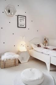 veilleuse chambre bébé quelle veilleuse pour bébé dans votre chambre d enfant archzine fr
