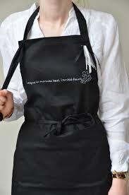 tablier bleu marine tablier cuisine noir écriture argentée cuisine et amitié