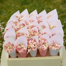 Where To Buy Rose Petals Best 25 Wedding Confetti Ideas On Pinterest Wedding Rice
