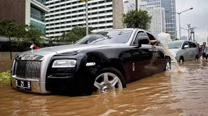 roll royce 2020 latest car accident of rolls royce ghost road crash