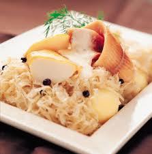 cuisiner choucroute cuite recette choucroute de poissons fumés au genièvre