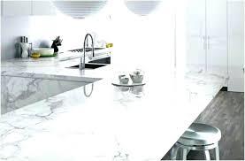 cuisine marbre blanc plan travail marbre ou plan travail imitation plan travail cuisine