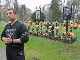 Cemetery Christmas Decorations This Ohio Father Cemetery Photo Lawsuit Is A Crying Shame