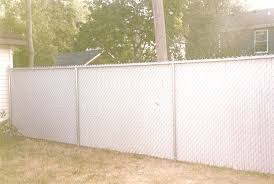 Decorate A Chain Link Fence Chain Link Fence Privacy Panels Fences How To Attach Trellises A