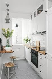 cuisine etroite aménager une cuisine en longueur 20 exemples pour vous inspirer