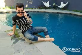 panic at the disco u0027s brendon urie u201chow could i not be happy here