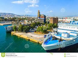 porti atene navi nel porto di atene grecia fotografia stock immagine di