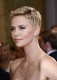 Aktuelle Kurzhaarschnitte by More Pics Of Charlize Theron Pixie Charlize Theron Femininity