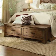 coffre de chambre 40 idées pour le bout de lit coffre en images lit coffre bout