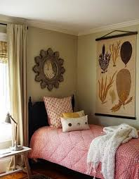 bedroom tiny bedroom ideas vitt sidobord wall art white bed