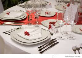 picture of table setting with plates and silverware
