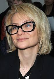hairstyles for 50 year old women with heart shaped faces choosing eyeglass frames for older women