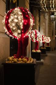 Professional Outdoor Christmas Decorations by Best 25 Exterior Christmas Lights Ideas On Pinterest Outdoor