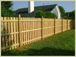 ringhiera in legno per giardino recinzioni per giardino consigli giardino come recintare il