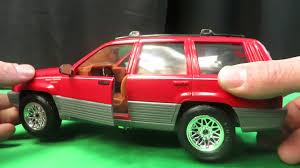 jeep cherokee toy majorette 95 jeep grand cherokee laredo scale 1 18 demo youtube