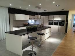cuisine blanche avec ilot central cuisine integree pas cher 6 cuisine blanche avec grand ilot
