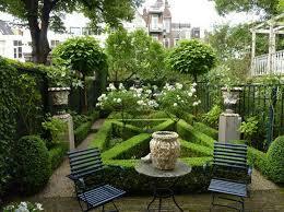 Backyard Planter Designs by 17 Backyard Gardens Electrohome Info