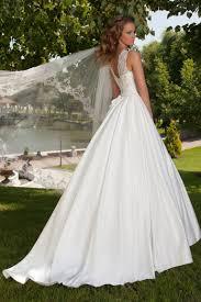 robe de mari e satin robe de mariée silhouette en a satin duchesse oksana mukha
