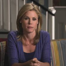 modern family hairstyles modern family julie bowen hairstyles 142263 the strict mom