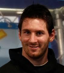 Atacante Messi afirma que Maradona foi melhor que Pelé
