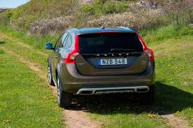 volvo media site 2018 volvo xc60 or 2017 volvo v60 cross country motor trend
