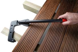 cobra wrench straightener for wood or composite wood decking