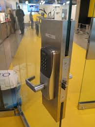 schlage ad400 lock installed on a frameless all glass doors at sdi