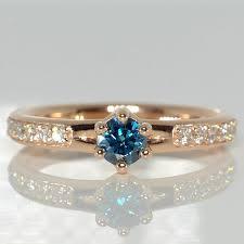 inel de logodna cu diamant de logodna din aur sau platina cu diamant albastru si diamante