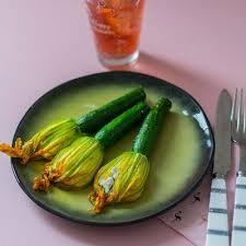 cuisine des courgettes recette de fleurs de courgettes farcies au fromage de chèvre