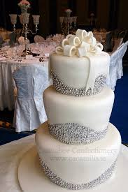 Winter Wedding Cakes 14 Amazing Wedding Cakes For A Winter Wedding Weddingsonline