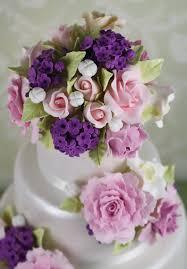 pastel de fondant perlado con lilas rosas y peonias cakes